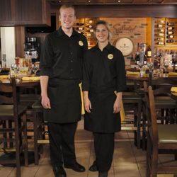 Olive Garden Unveils 39 Modern 39 Uniforms Servers Rejoice Eater