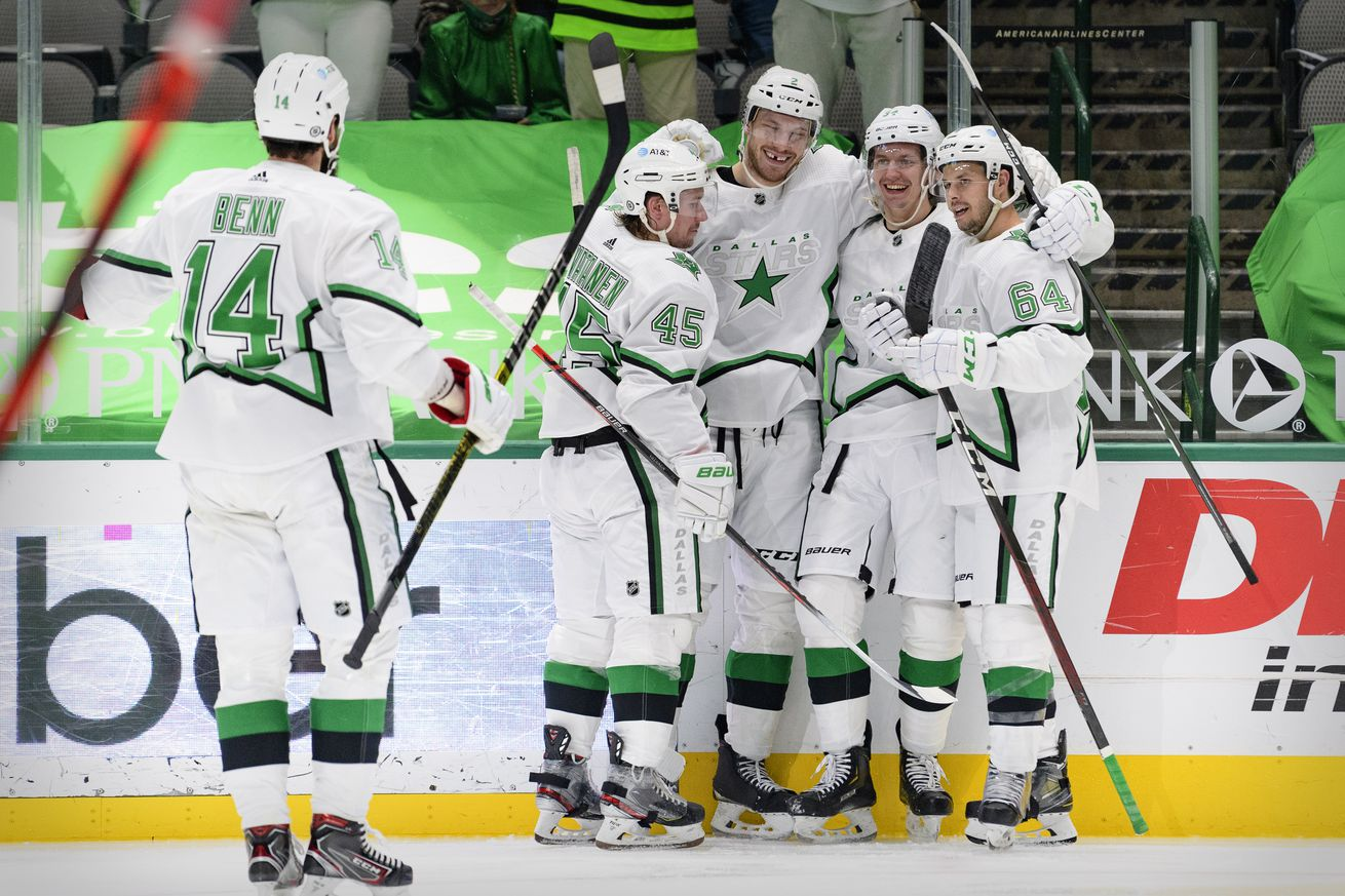 Robertson Continues Red Hot Play, Leads Stars to Win Over Red Wings