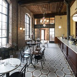 """<a href=""""http://ny.eater.com/archives/2012/05/andrew_tarlows_reynards_now_open_in_williamsburg.php#4fa1557a85216d107000b477"""">Inside Andrew Tarlow's Reynards</a>"""
