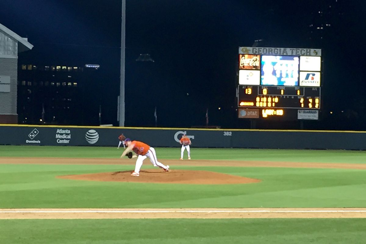 Crownover pitched into the 8th in Atlanta