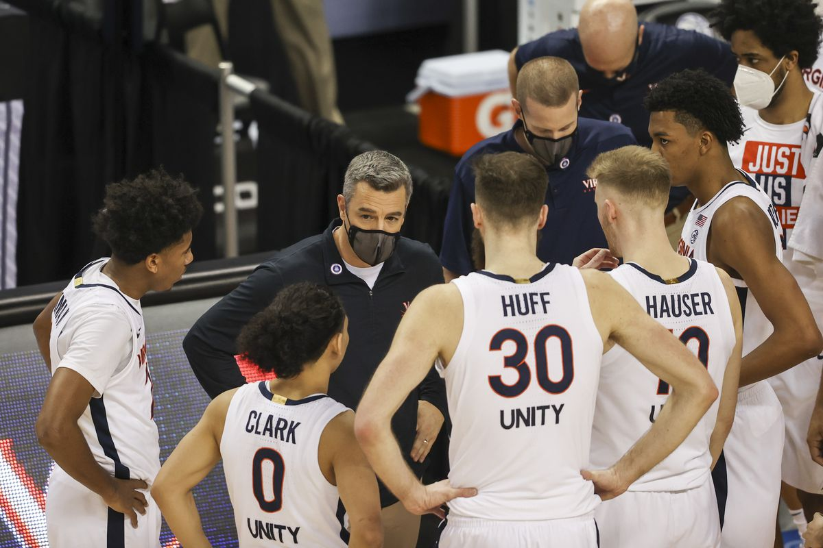 Virginia Cavaliers head coach Tony Bennett talks to his team during a timeout as his team plays the Syracuse Orange during the second half in the quarterfinal round of the 2021 ACC tournament at Greensboro Coliseum. The Virginia Cavaliers won 72-69.