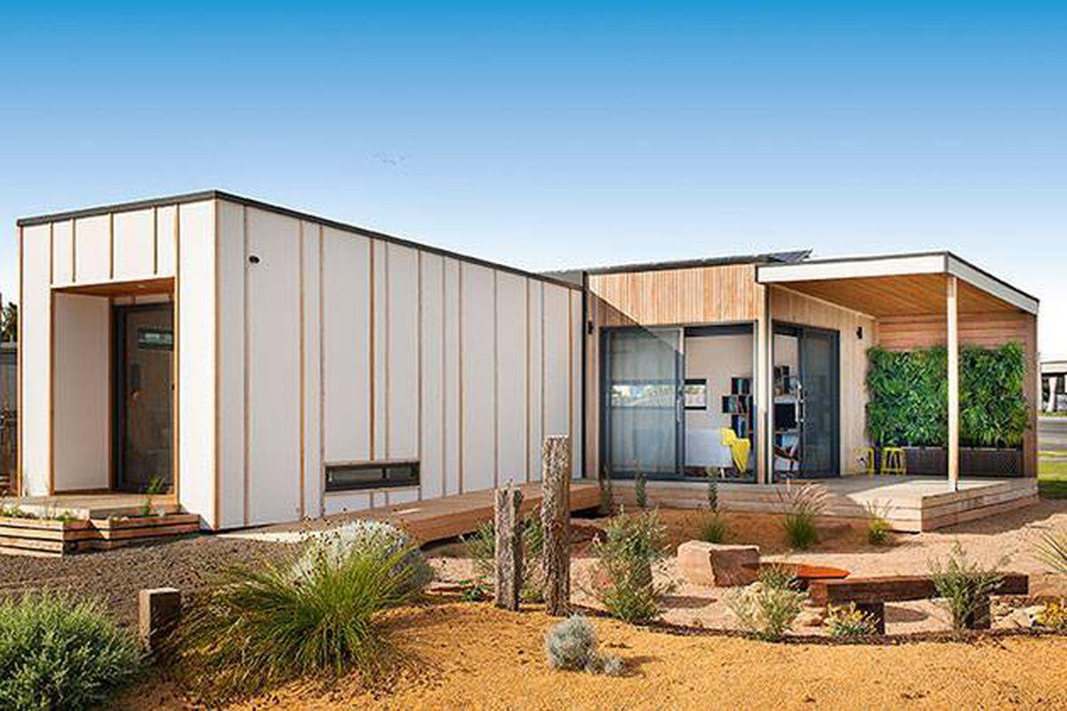 "All photos courtesy of <a href=""http://ecoliv.com.au/"">Ecoliv</a> via <a href=""http://www.jetsongreen.com/2015/07/sustainable-modular-prefab-home.html"">Jetson Green</a>"