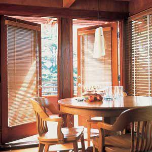 <p>Horizontal blinds in wood</p>