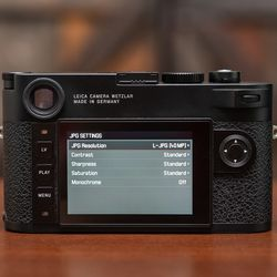 The M10-R has a 40-megapixel CMOS sensor