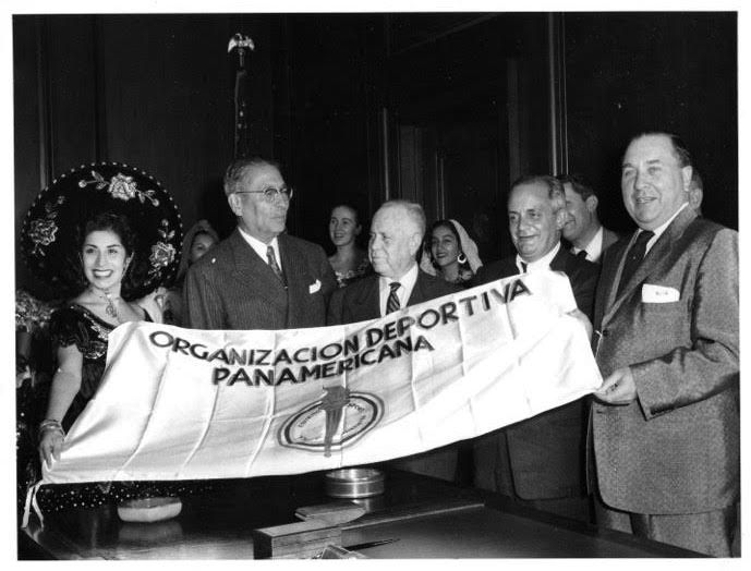 Raquel Ontiveros (left) joins Mayor Richard J. Daley at the 1959 Pan American Games in Chicago. | Provided photo