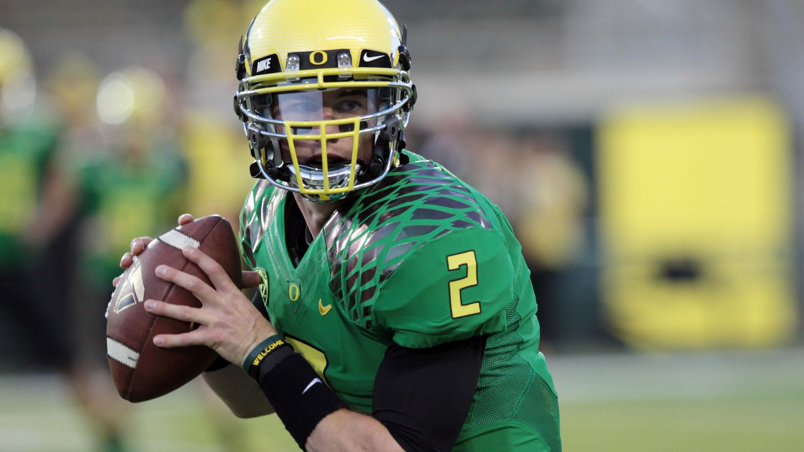 Eagles scouts view Chip Kelly's former Ducks QB as a safety