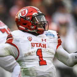 Utah Utes quarterback Tyler Huntley (1) throws a pass in the third quarter of the Zaxby's Heart of Dallas Bowl between the Utah Utes and the West Virginia Mountaineers in Dallas Texas on Tuesday, Dec. 26, 2017.