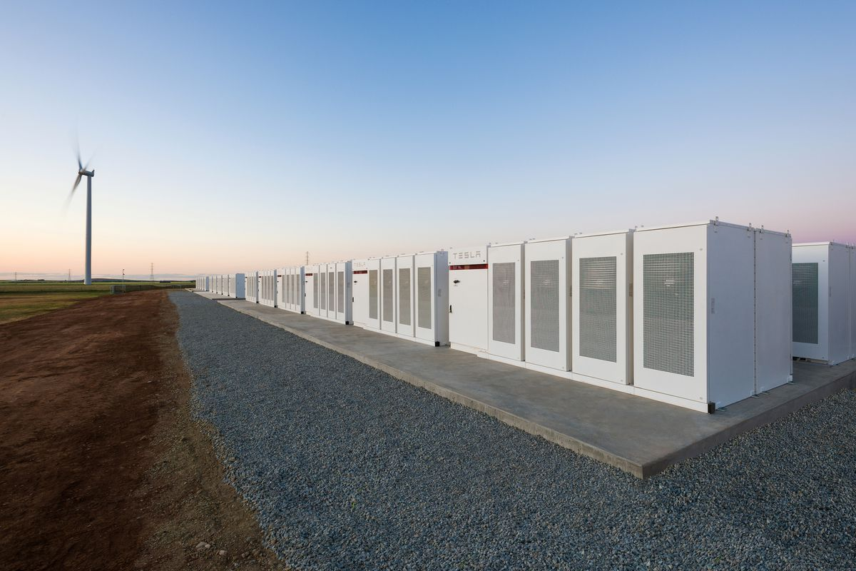 Elon Musk\'s giant battery is now delivering power to South Australia ...