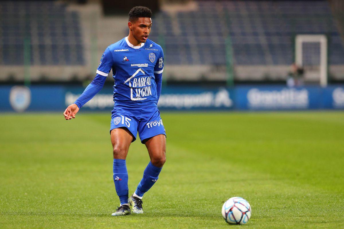 Troyes v EA Guingamp - Ligue 2 BKT