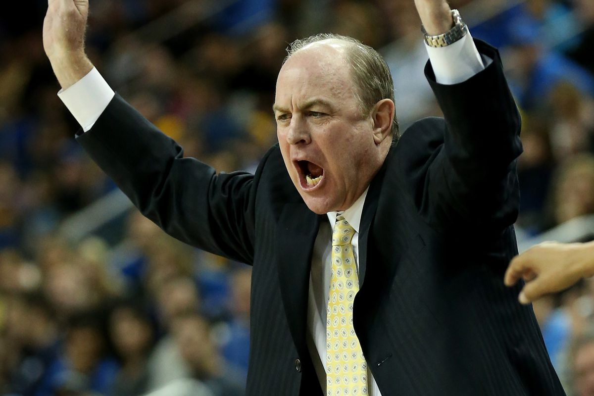 Things got so bad for WSU on Sunday, Ben Howland had time to do the wave.