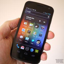 "<a href=""http://www.theverge.com/2011/11/17/2568348/galaxy-nexus-review"">Samsung Galaxy Nexus</a>"