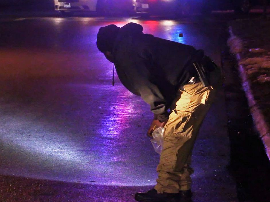 Markham Police investigate a shooting about 9 p.m. Wednesday, February 6, 2019, in the 16200 block of South Central Park.   Justin Jackson/ Sun-Times