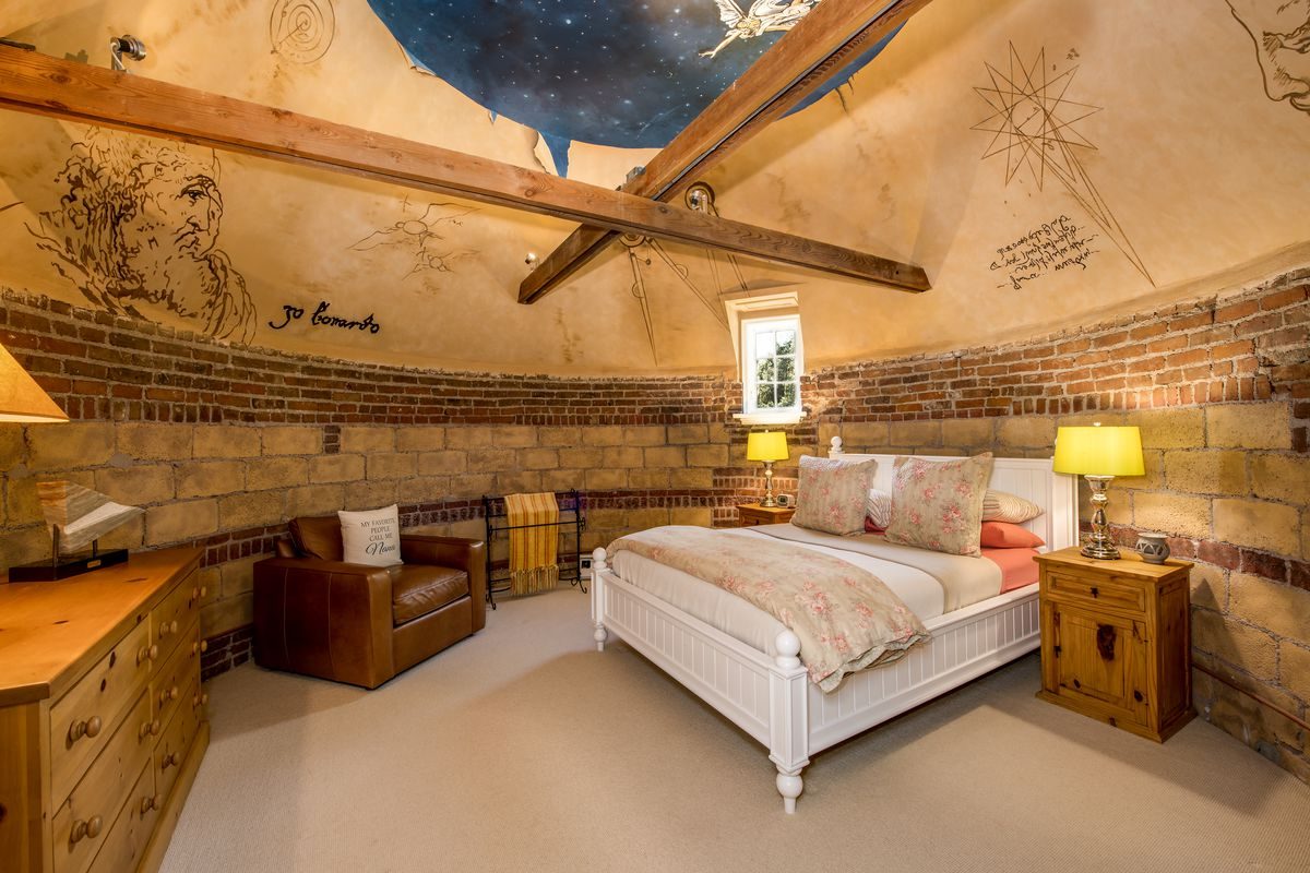 Bedroom with curved walls