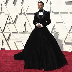 Billy Porter arrives at the Oscars in his Christian Siriano tuxedo gown. | Richard Shotwell/Invision/AP