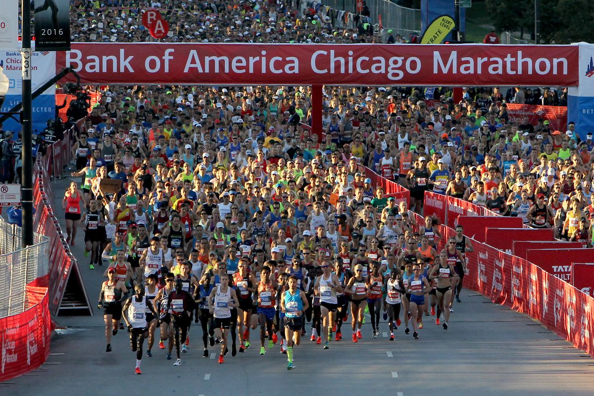 A large pack of runners under a banner reading Bank of America Chicago Marathon.