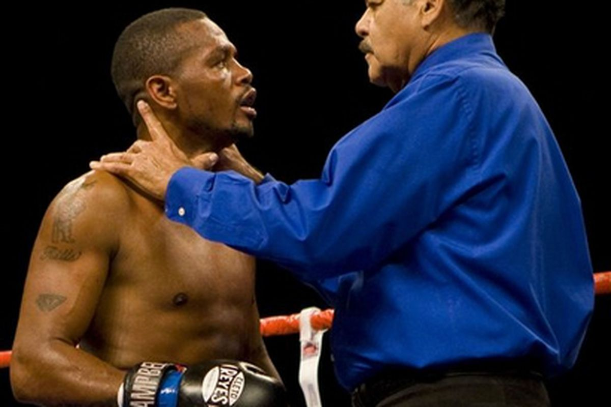 """Nate Campbell has already begun the process of appealing his controversial loss to Timothy Bradley on Saturday night. (<a href=""""http://d.yimg.com/a/p/ap/20090802/capt.70e9f9310a044fadb6b3656ce37e9d56.bradley_campbell_boxing_cama109.jpg"""">AP Photo</a>)"""