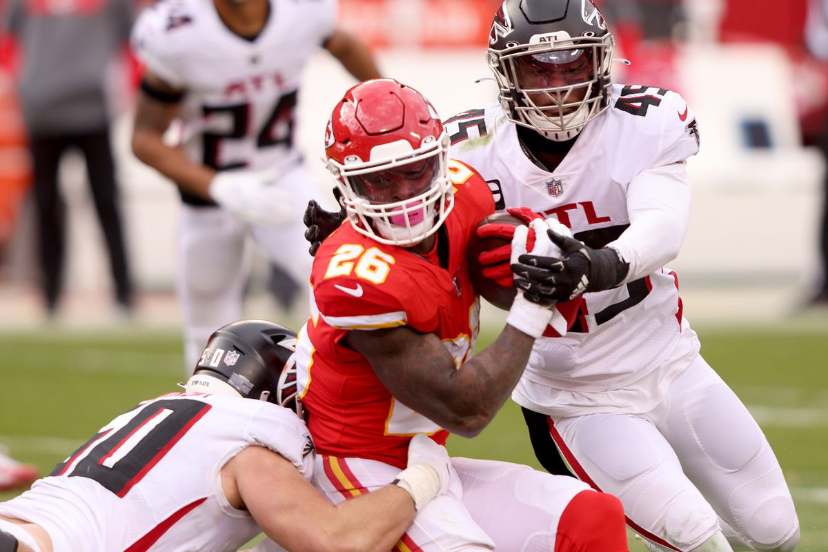Le'Veon Bell #26 of the Kansas City Chiefs carries the ball against the Atlanta Falcons during the third quarter at Arrowhead Stadium on December 27, 2020 in Kansas City, Missouri.