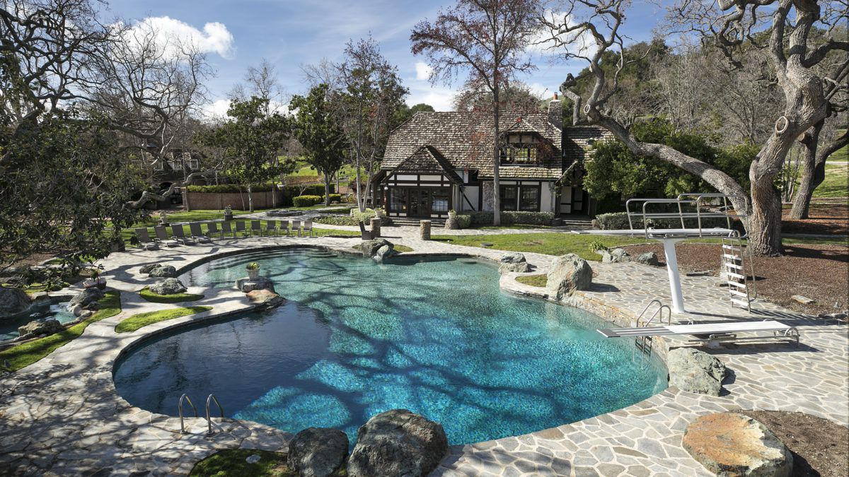 Michael Jackson's Neverland Ranch gets $33M price chop - Curbed on jackson neverland map, michael jackson ranch map, hollister ranch map, brooklyn navy yard map, las vegas map, corriganville movie ranch map, never and ranch map, reagan library map, hearst castle map, steeplechase park map, mandalay bay events center map, baltimore aquarium map, old chicago map, los angeles map,