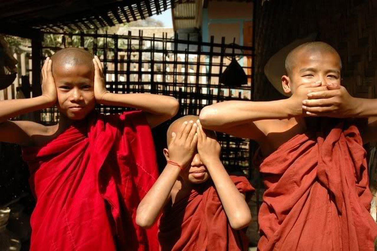 "via <a href=""http://i207.photobucket.com/albums/bb133/projectf22/monks-1.jpg"">i207.photobucket.com</a>"