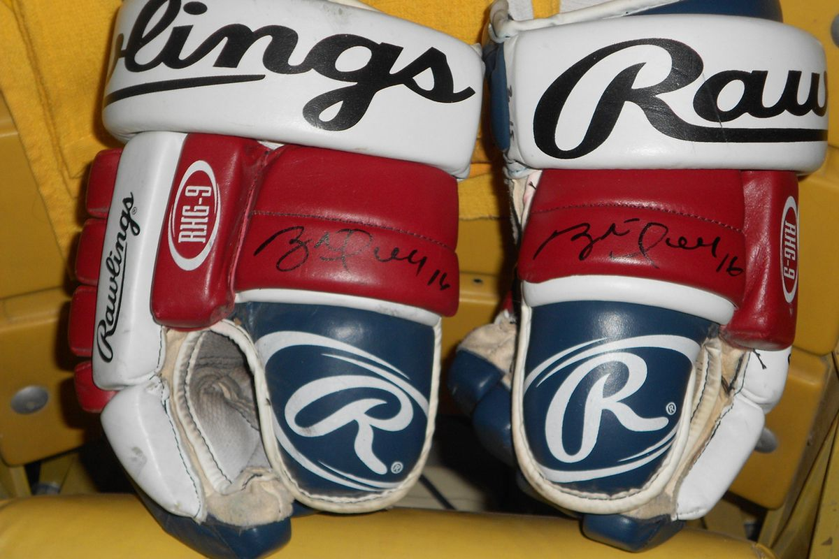 Gloves worn and signed by Brett Hull