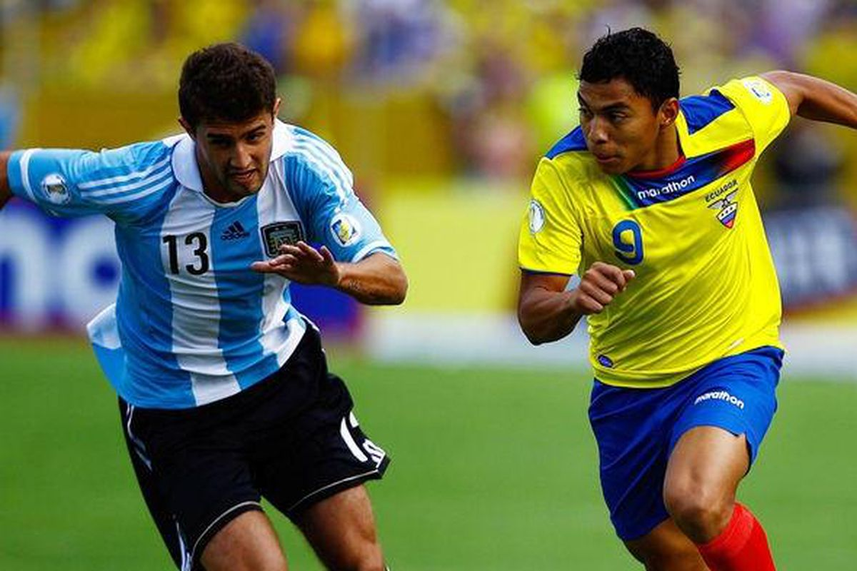Peruzzi in action for Argentina
