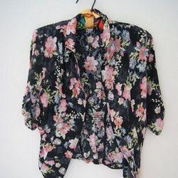 "<a href=""http://www.threadflip.com/items/5038""> Lord and Taylor floral blazer, $30.00</a>"