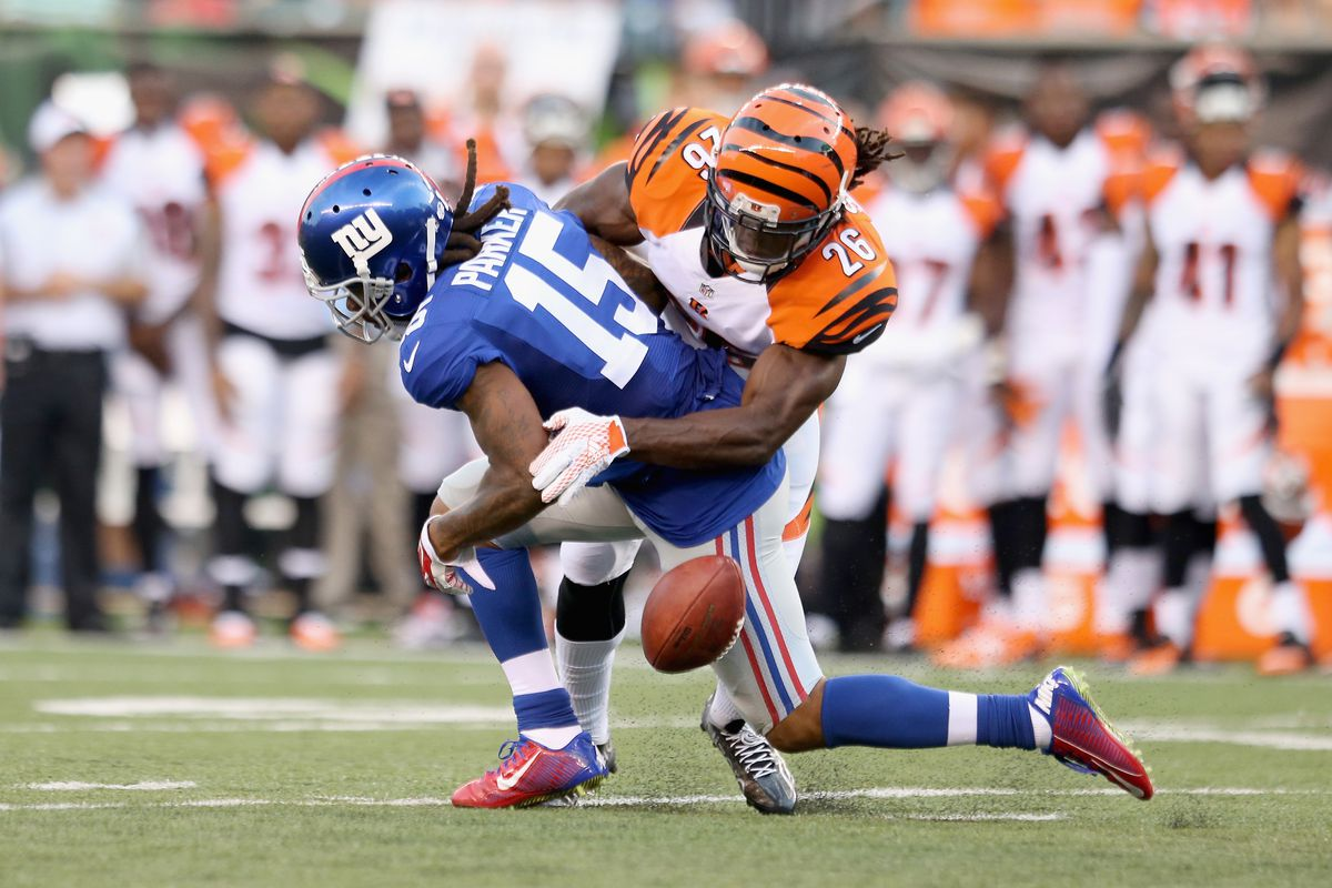 Preston Parker can't hold a pass from Eli Manning during Friday's loss to the Bengals.