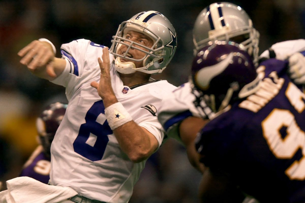 Irving Texas Thursday 11/23/00 Minnesota Vikings at Dallas Cowboys----Vikings John Randle puts pressure on Dallas Troy Aikman in the 3rd quarter on Thanksgiving at Texas Stadium(Photo By JERRY HOLT/Star Tribune via Getty Images)
