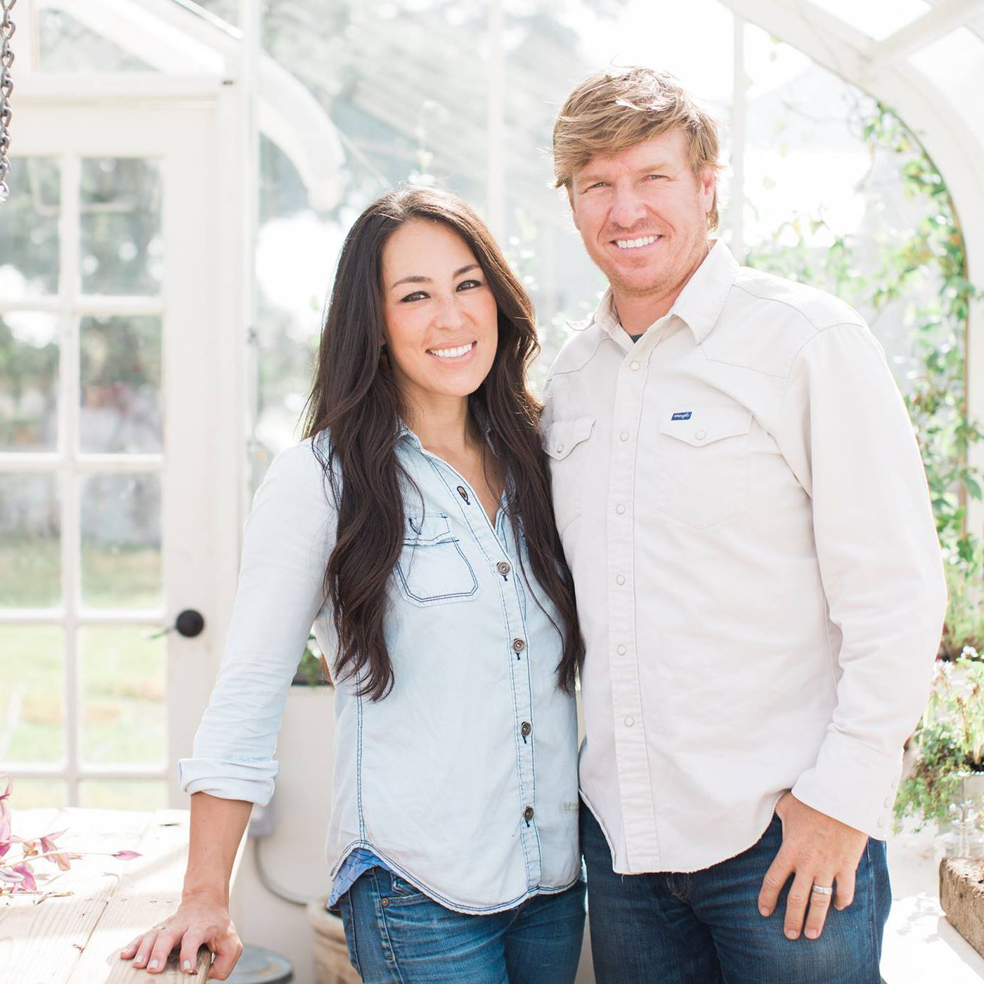 Chips Et Joanna Gaines fixer upper' stars chip and joanna gaines debut new