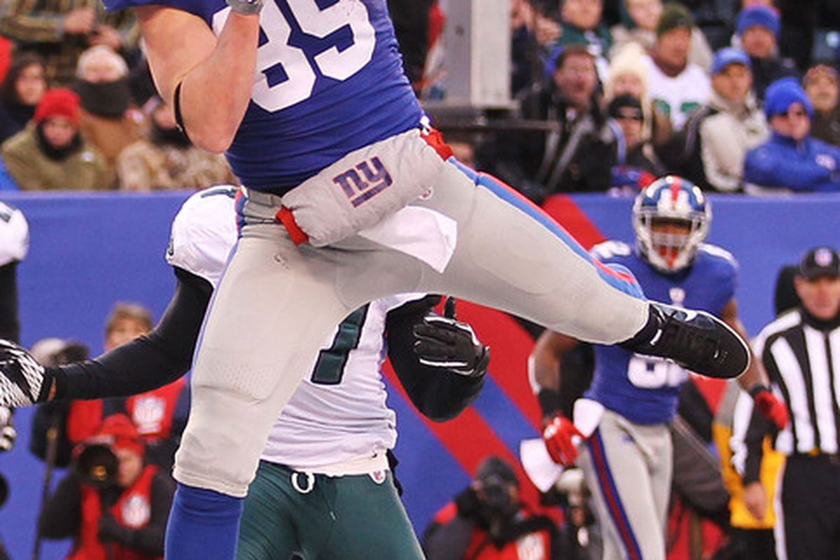 EAST RUTHERFORD NJ - DECEMBER 19:  Kevin Boss of the New York Giants scores a touchdown against the Philadelphia Eagles on December 19 2010 at The New Meadowlands Stadium in East Rutherford New Jersey.  (Photo by Al Bello/Getty Images)