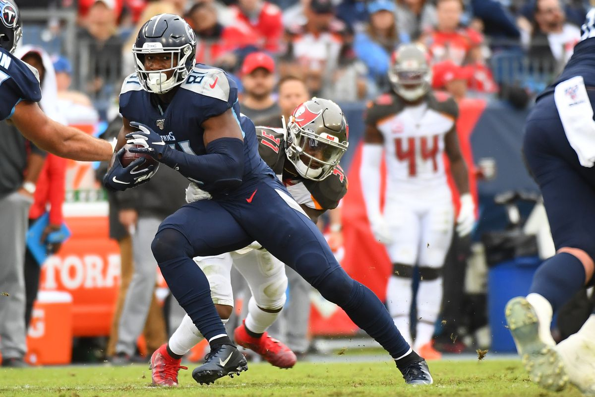 Tennessee Titans tight end Jonnu Smith runs after a catch during the second half against the Tampa Bay Buccaneers at Nissan Stadium.