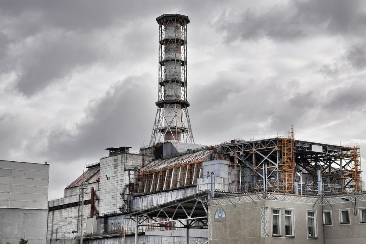 Building a tomb for the Chernobyl disaster - The Verge