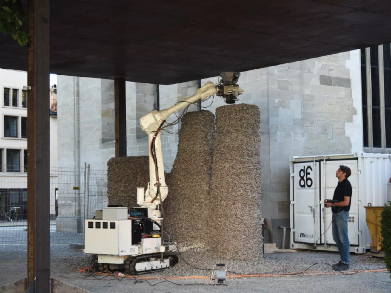 Watch a robot build columns out of only gravel and string