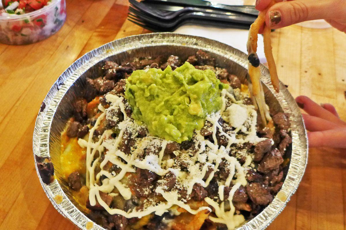 Antojitos El Atoradero's french fry nachos