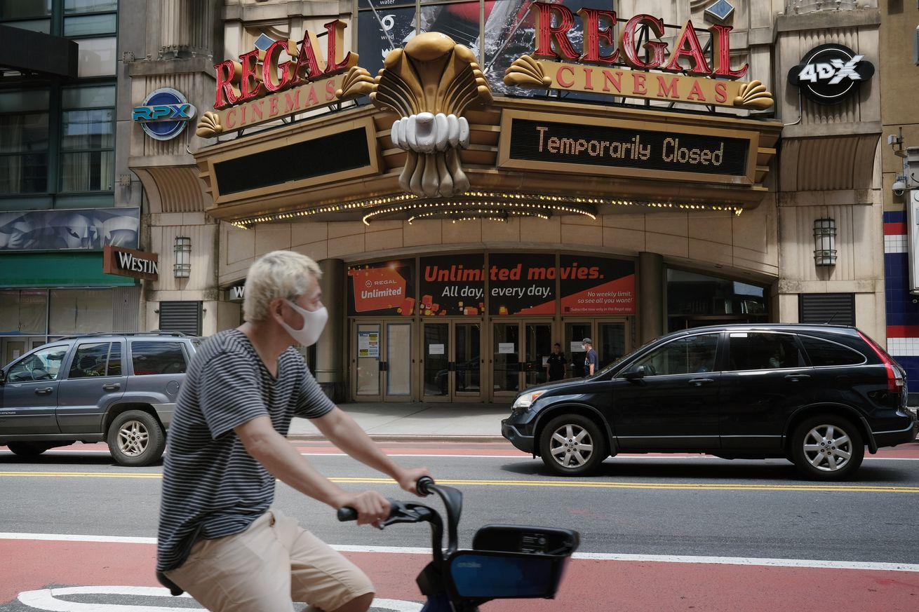New York's Iconic 42nd St. Remains Mostly Empty, Shuttered