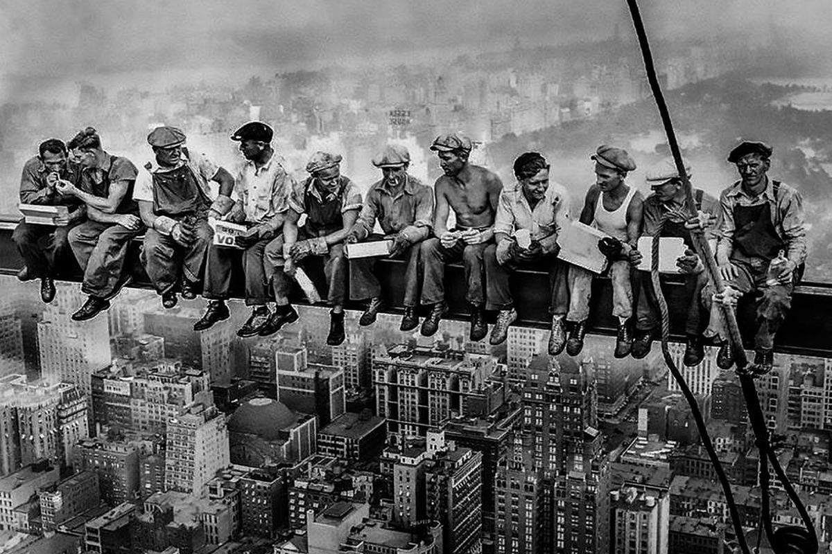 Lunch Atop A Skyscraper, from 1932 at the Rockefeller Centre in New York. Deliveroo is recreating the photo in London