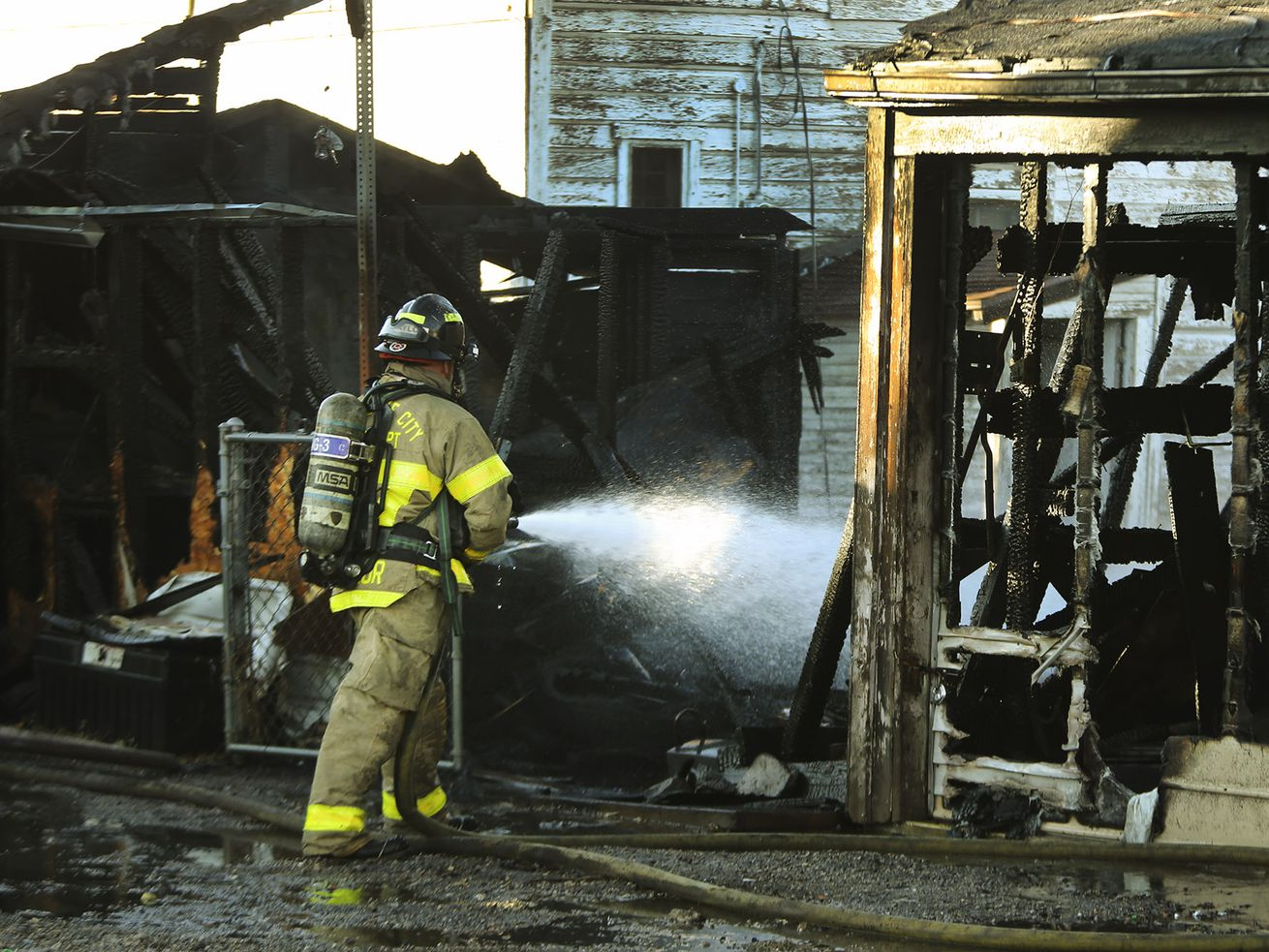 Quick-working firefighters contain garage fire