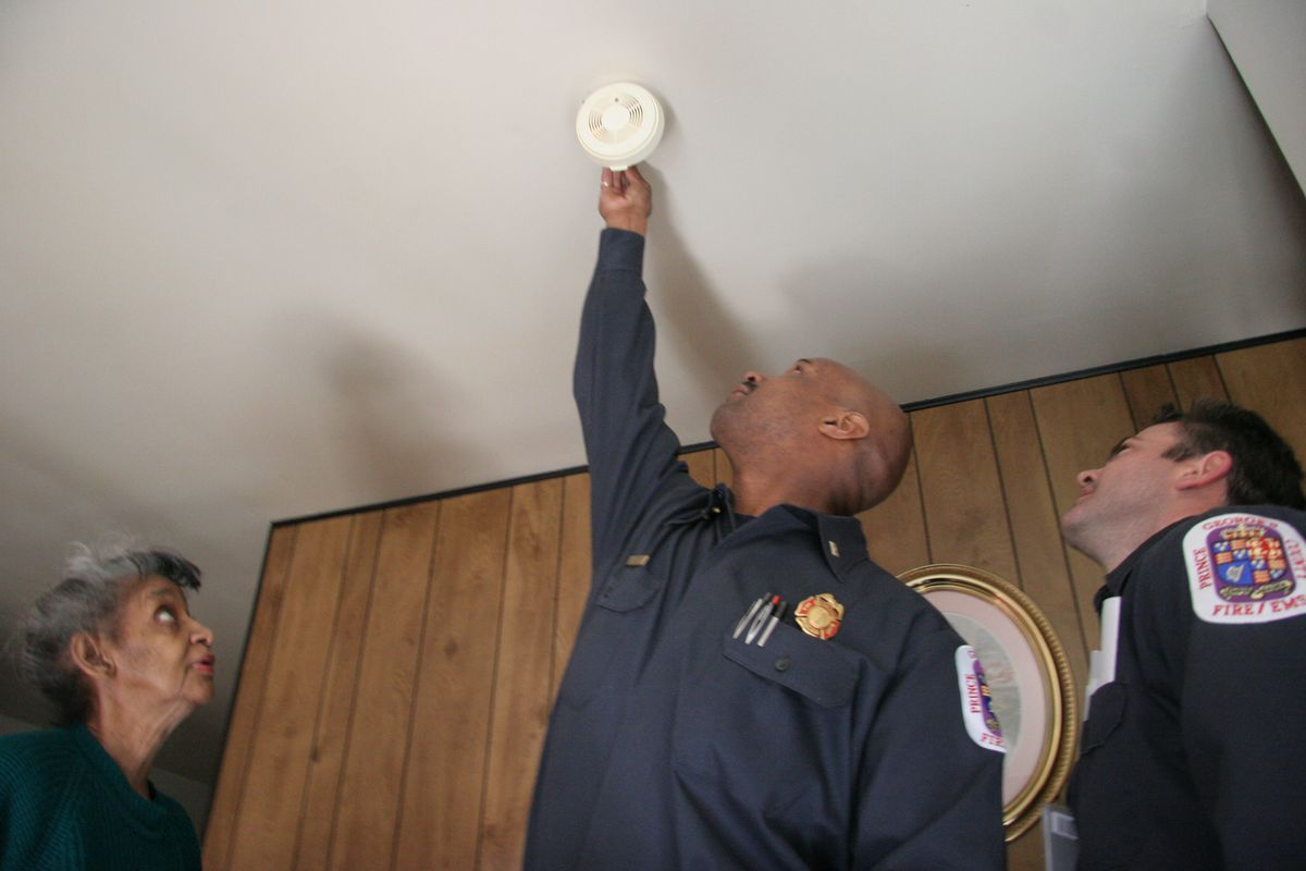 PG-Alarm- 03/14/06- Seat Pleasant, MD- PG firefighters checking homes for working smoke detectors. L