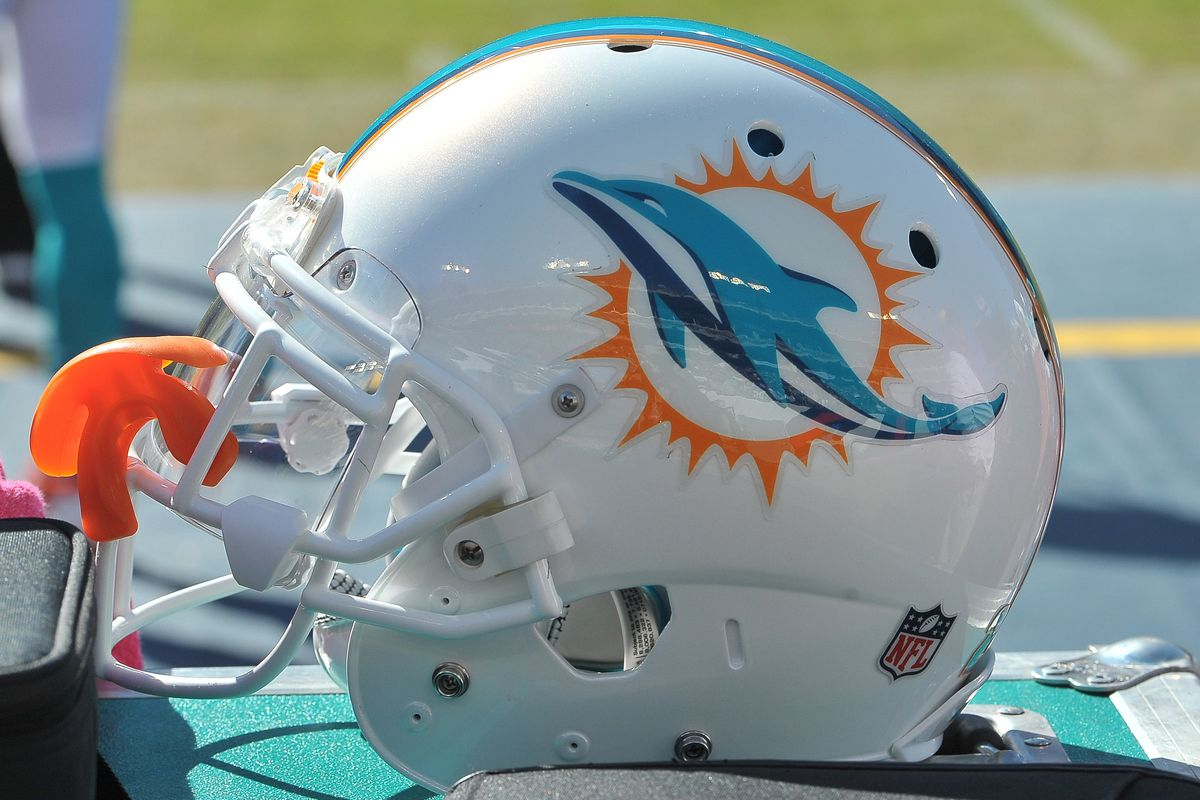 NFL: Miami Dolphins at Tennessee Titans