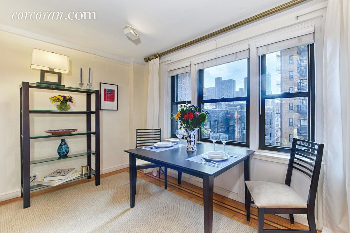 For $775,000, a spacious Upper East Side co-op with a sunken liven ...