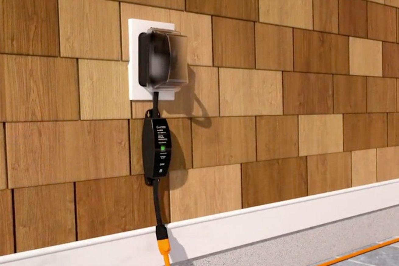 Lutron's outdoor smart plug can control your lights through any season