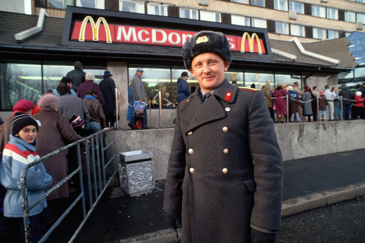 A policeman outside a new McDonald's in Moscow in 1990 (Peter Turnley/Corbis/VCG via GettyImages)
