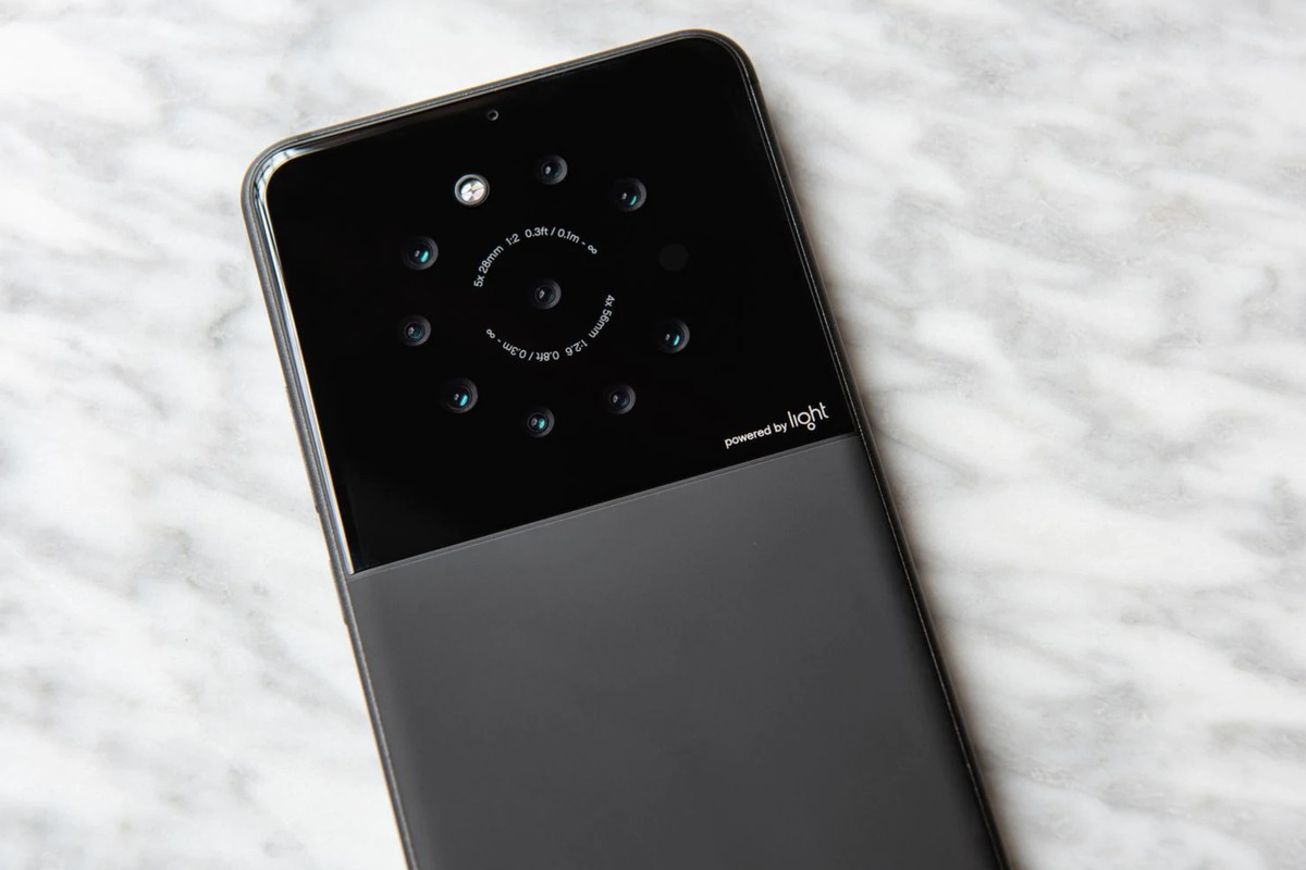 Light Is Working On A Nine-camera Smartphone Prototype