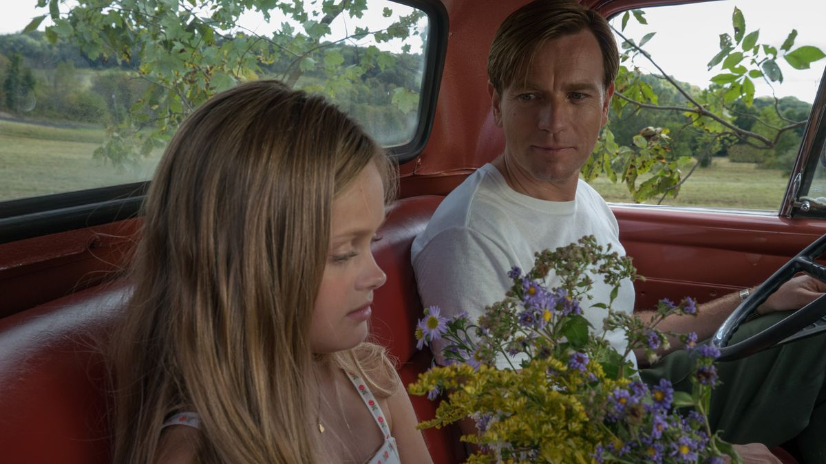 Hannah Nordberg and Ewan McGregor in American Pastoral.