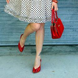 "Rebecca Gunthrie of <a href=""http://www.thirtyfiveinchinseam.com/"">35 Inch Inseam</a> in Fiel tapestry pumps."