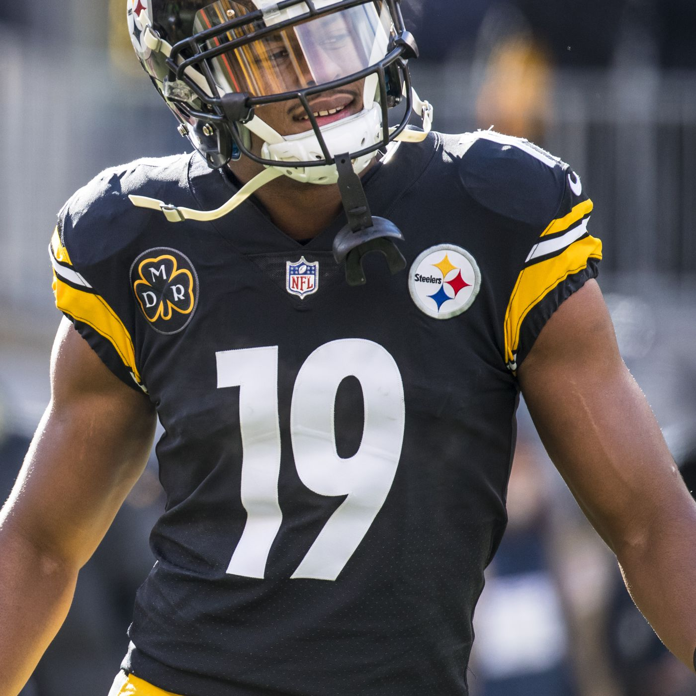 110f624e3 JuJu Smith-Schuster s  finger  another example of Steelers  big brother  complex with Patriots - Behind the Steel Curtain