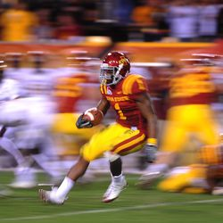 Iowa State Cyclones running back (1) David Sims runs the ball in the second half against the Minnesota Golden Gophers in the 2009 Insight Bowl at Sun Devil Stadium. Iowa State defeated Minnesota 14-13.