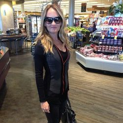 """Ashley  of <a href=""""http://thestyleeditrix.com""""target=""""_blank"""">The Style Editrix</a> is wearing a Fabletics jacket."""
