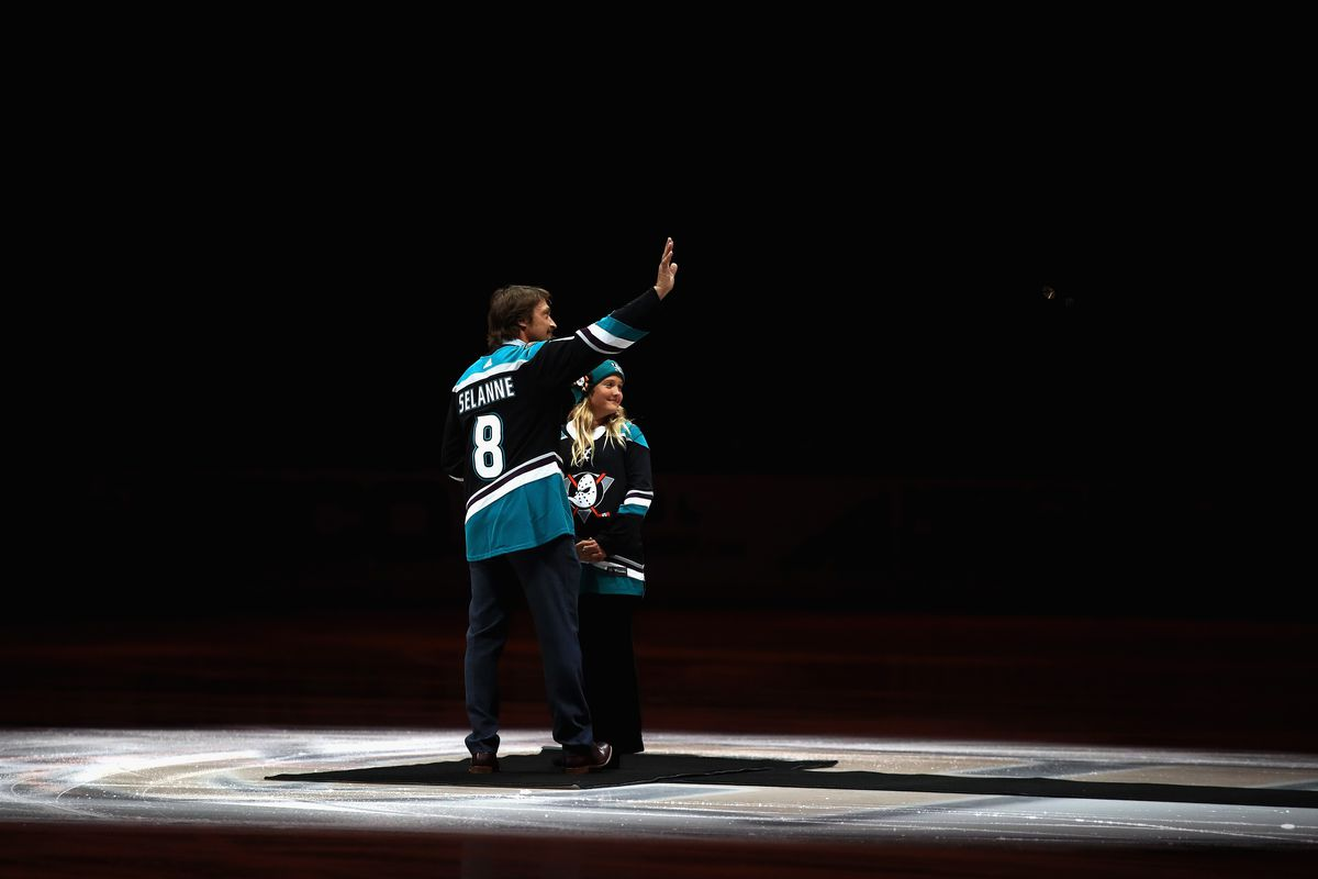 Retired NHL player Teemu Selanne and his daughter Veera Selanne wave to the crowd as he was being honored for his time playing with the Anaheim Ducks prior to a game between the Anaheim Ducks and the Vancouver Canucks at Honda Center on November 21, 2018 in Anaheim, California.