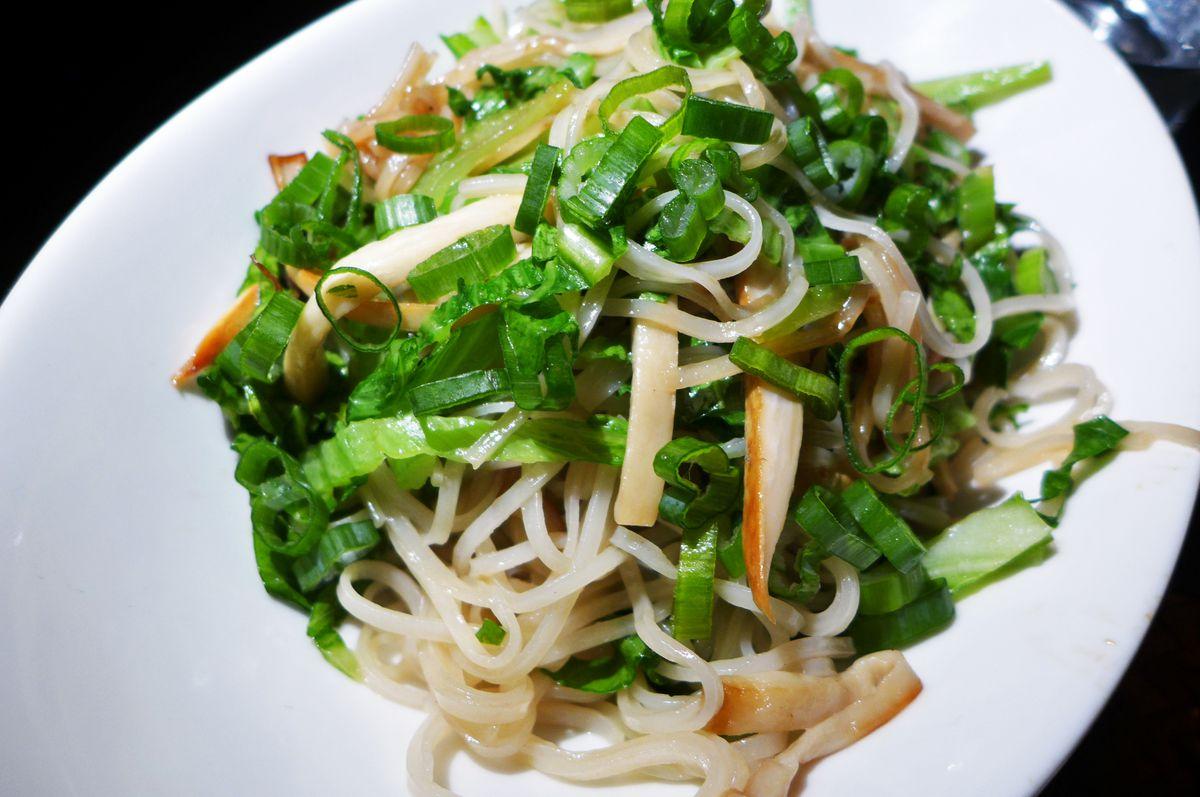 Stir-fried pho noodles at Van Da